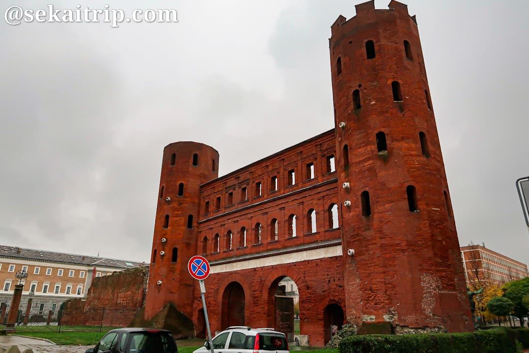 パラティーナ門(Porta Palatina)