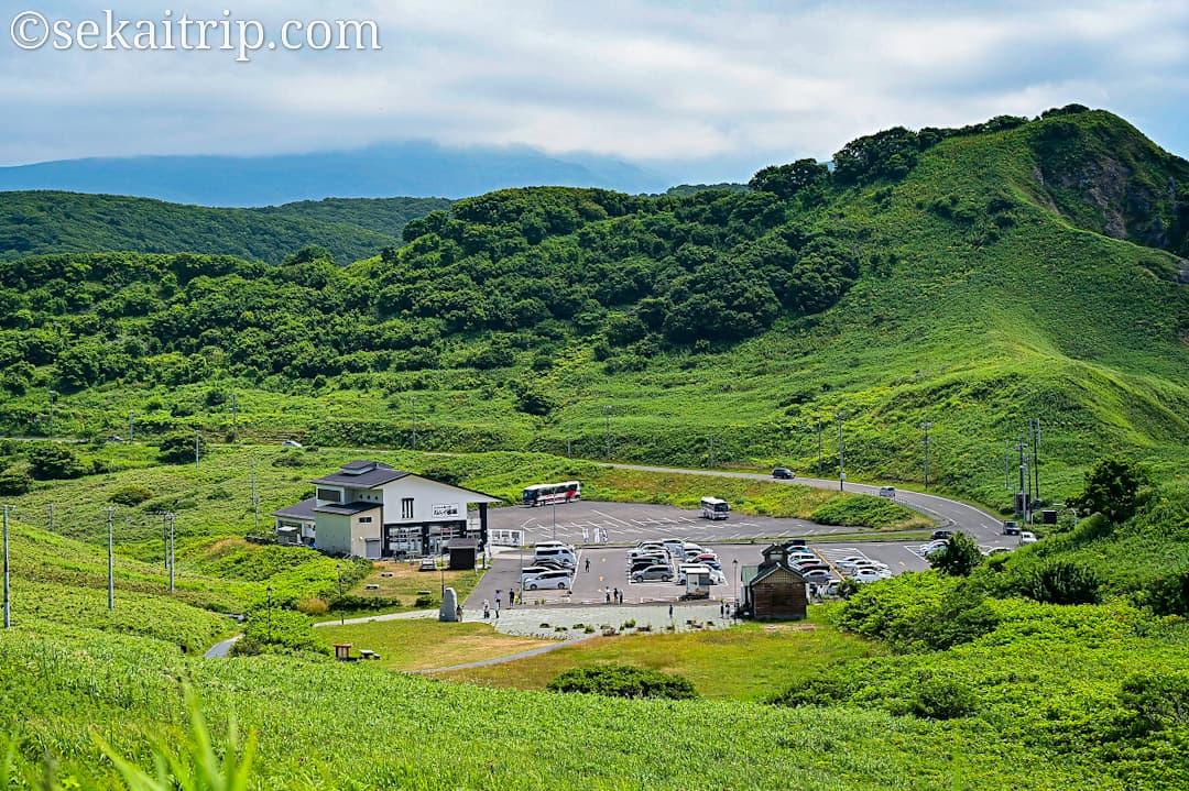 神威岬の駐車場エリア